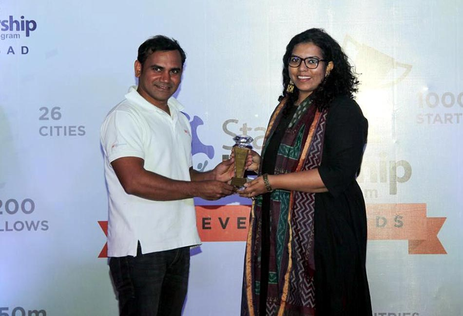 "Craftizen Foundation was awarded ""Social Enterprise"" of the year, 2016 by the Startup Leadership Program, India"